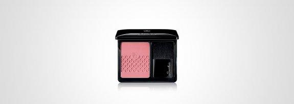 Blush rose aux joues — Guerlain